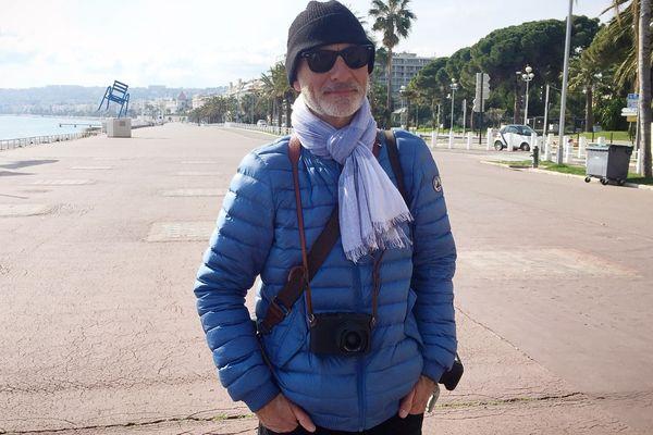 Valery Hache, sur la Promenade des Anglais déserte en cette période de confinement.