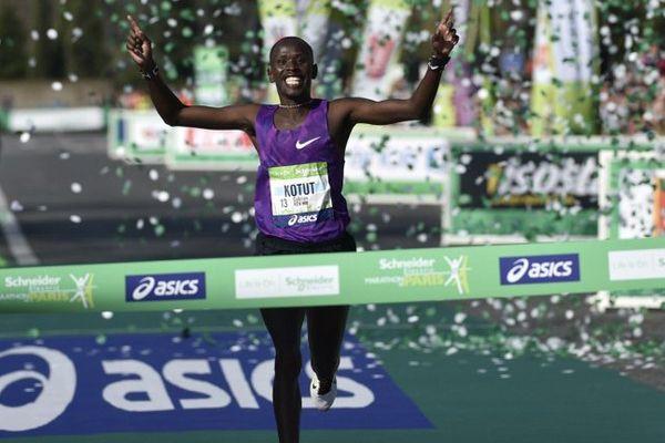Cyprian Kotut emporte le 40ème Marathon de Paris en 1h02.47