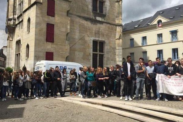 Chute mortelle dans un sanatorium désaffecté à Dreux : marche blanche du 14 juin 2016 (Eure-et-Loir)