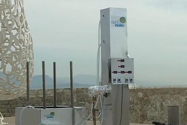 Chrysalis, un prototype présenté en 2018 sur le port d'Antibes, face à la Méditerranée polluée par des plastiques.
