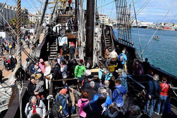Clap de fin pour Escale à Sète en ce lundi de Pâques. Dernières animations sur les pontons et à partir de 14h place à la parade des navires.