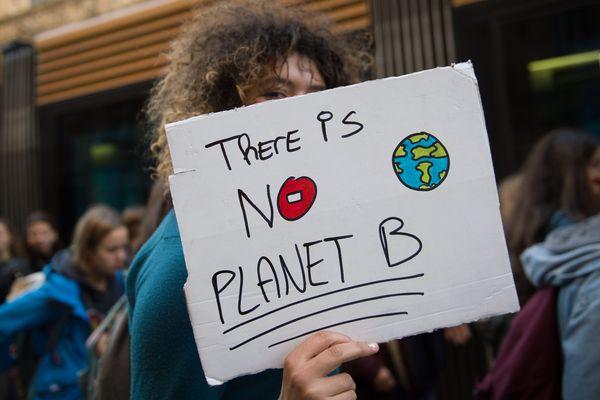 """Un slogan """"There is no planet B"""" [""""Il n'y a pas de plan(ète) B""""] lors d'une manifestation pour le climat"""