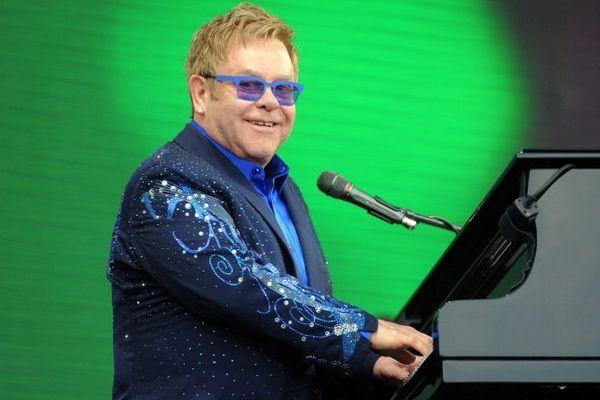 Elton John en concert aux Vieilles Charrues