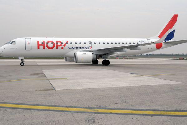 Un avion Hop! au sol.