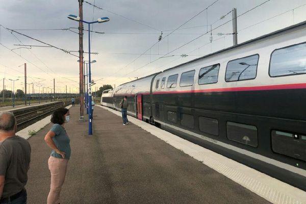 TGV Paris-Strasbourg arrêté en gare de Réding après l'accident de Brumath, dimanche 16 août 2020