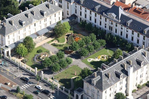 Le jardin de l'hôpital Saint-Julien du CHRU de Nancy.