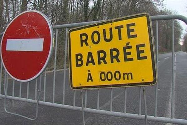 À Grugny, la route des Écoles a été partiellement barrée.