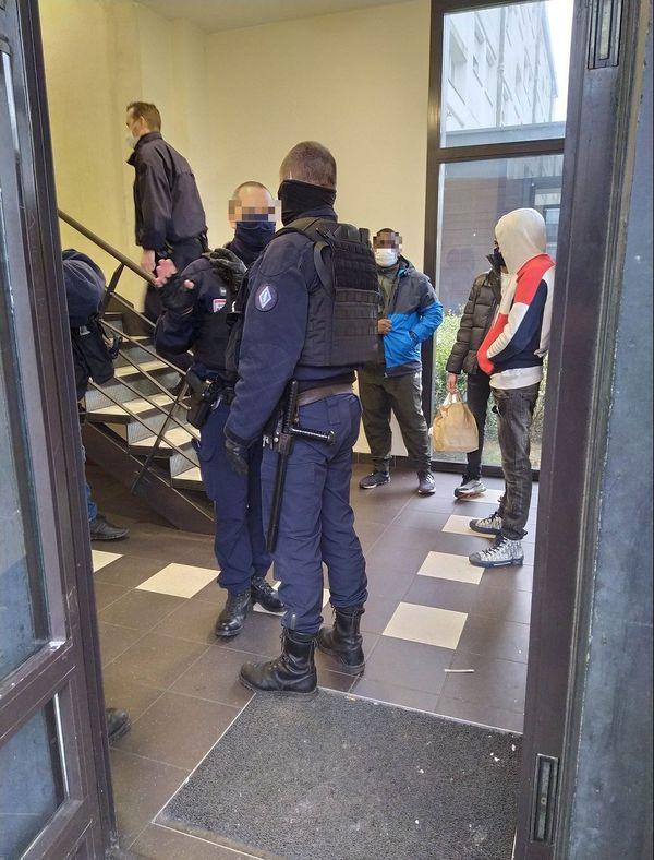 Une descente de police a eu lieu rue Bertreux.