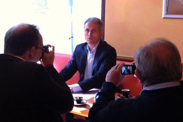 Joel Bruneau a tenu seul une conférence de presse ce mardi pour exposer ses idées en matière de fiscalité
