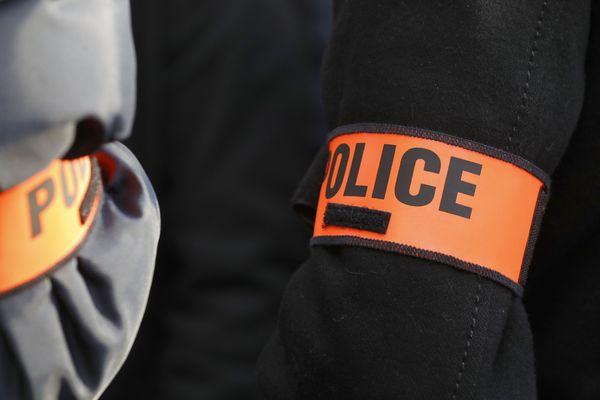 La police a ouvert une enquête après la mort d'un homme dans un accident de la route. (Illustration)
