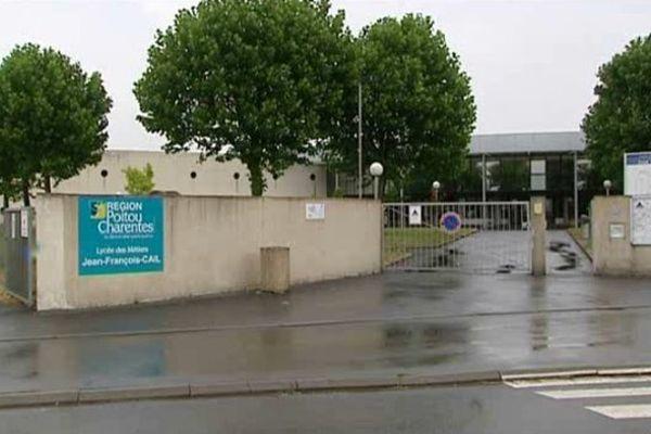 L'entrée du lycée Jean-François-Cail de Chef-Boutonne (79)