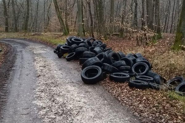 Une soixantaine de pneus en avril dernier, environ 140 en août, et à nouveau une centaine de pneus retrouvés ce lundi