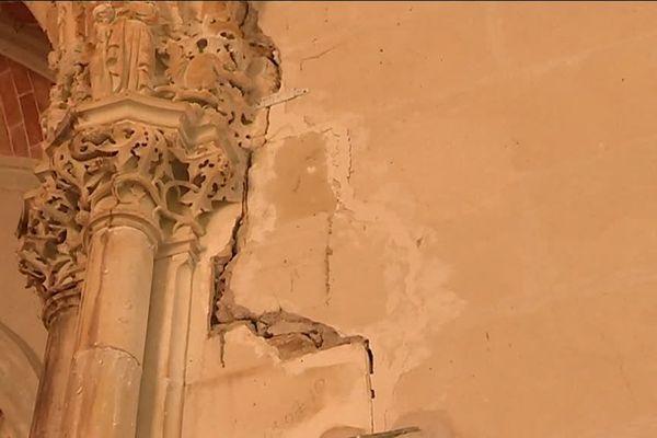 Murs fissurés de la chapelle du château du Pin à Champtocé-sur-Loire, en Maine-et-Loire
