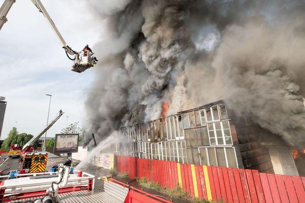 Un incendie s'est déclenché dimanche 22 avril au matin dans un centre d'hébergement géré par l'association Emmaüs Coup de main à Saint-Denis (Seine-Saint-Denis).