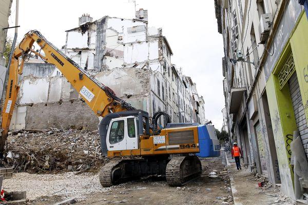 """Les immeubles effondrés de la rue d'Aubagne étaient des constructions dites """"des trois fenêtres"""" dont l'origine remonte au 18° siècle. Des constructions à base de mortier dont la cohésion a depuis longtemps disparu"""