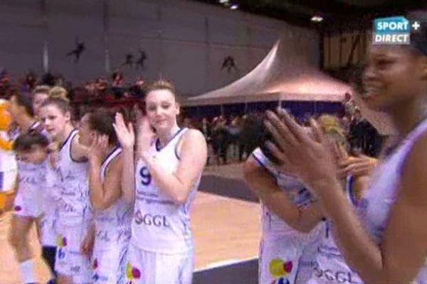 Les basketteuses de Lattes remportent la coupe de France contre Bourges.