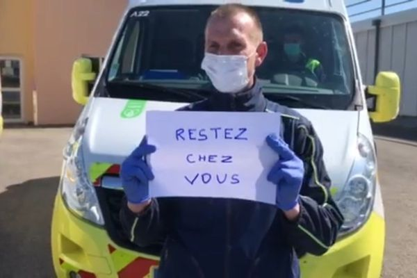 """""""Restez chez vous"""", c'est aussi le message porté par les ambulanciers."""