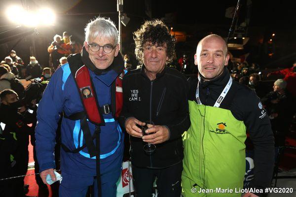 Jean Le Cam au ponton avec Vincent Riou et Kevin Escoffier lors de son arrivée du Vendee Globe, le 29 Janvier 2021.