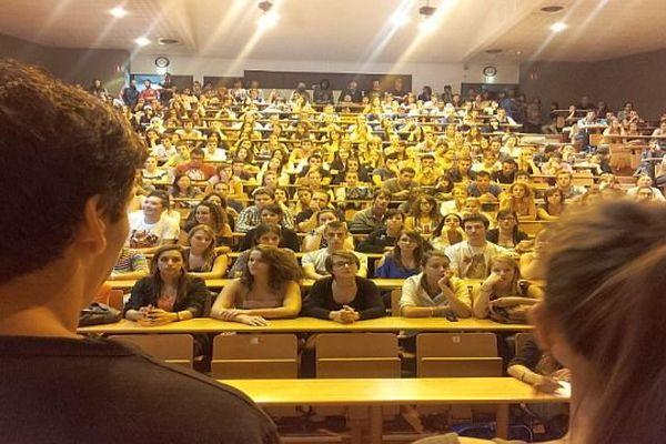 Béziers (Hérault) - assemblée générale au centre universitaire - 19 septembre 2013.