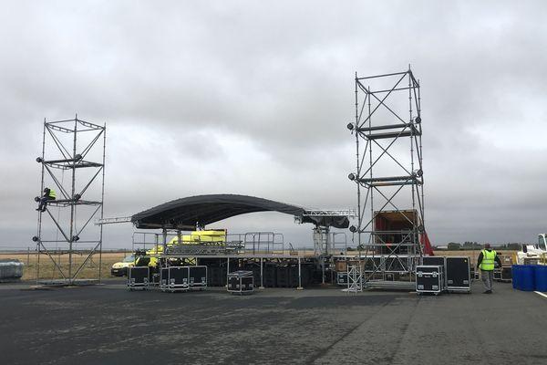 Préparation de la grande scène pour les concerts