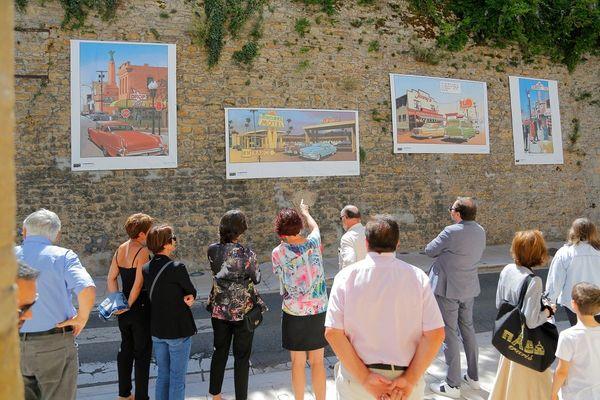 L'exposition dynamise les murs de la cité moyenâgeuse de Charolles.