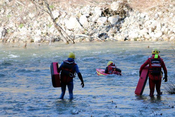 Les 3 personnes étaient à pied, les circonstances de cet accident sont pour l'heure inconnues. Un important dispositif des sapeurs-pompiers de l'Ardèche, a été mis en place.