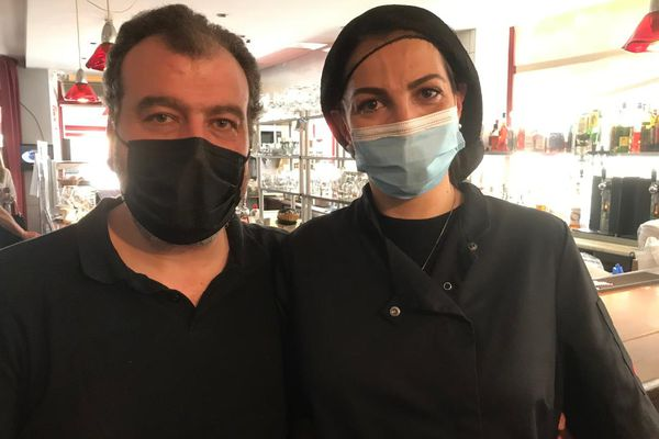 Les époux Cardi, deux Syriens qui tiennent le restaurant le Quarteau à Metz ont été naturalisés.