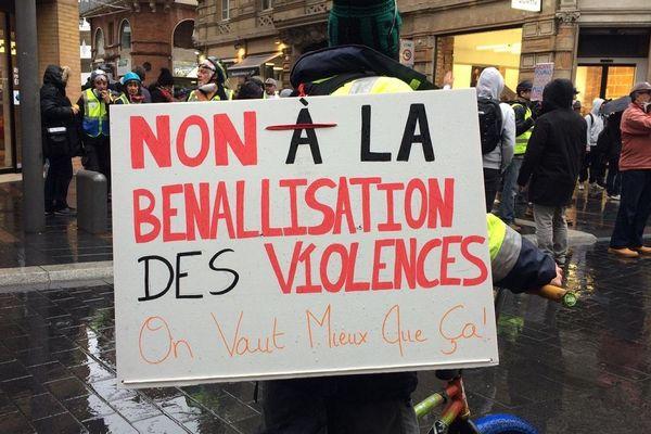 Des Gilets jaunes plus nombreux dans les rues de Toulouse, ce samedi 16 novembre 2019.