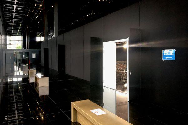 Pour le public, une salle de 117 places a été construite à l'intérieur du Palais de Justice de Nantes pour y suivre la retransmission du procès Caouissin Troadec