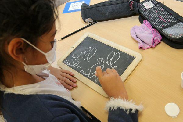 Les enfants devront porter  un masque à l'école à 5 ans révolus en Principauté de Monaco. Image d'illustration.