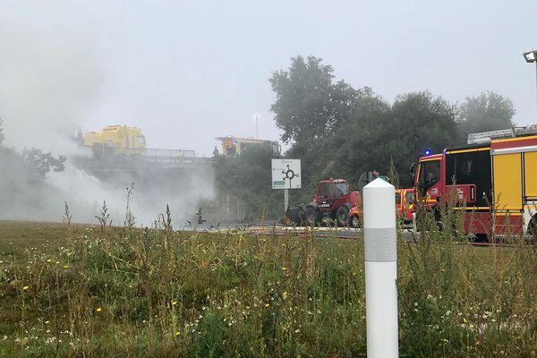 Camion en feu sur la RN12 entre Lamballe et Saint Brieuc : la gendarmerie envoie un message de prévention aux riverains suite aux fumées toxiques se dégageant de l'accident