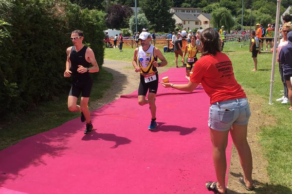 Le rhôdanien Pierre-André Anizan a remporté dimanche 24 juin la course reine de la 6e édition du triathlon d'Aydat (Puy-de-Dôme)