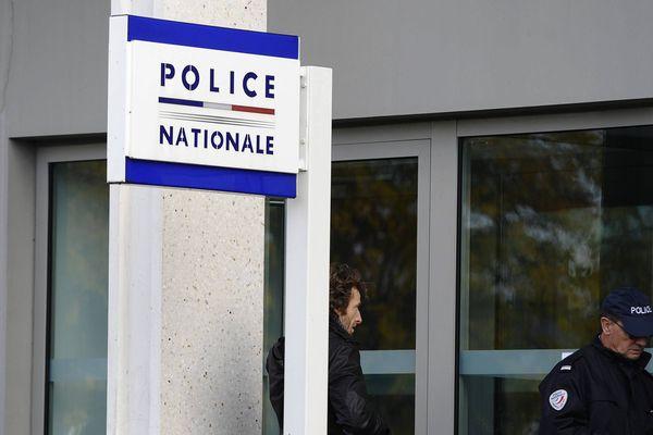 L'individu est entré dans le commissariat Waldeck-Rousseau de Nantes et a menacé de mort des policiers.