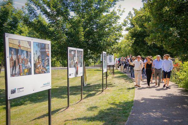 Tout au long de la promenade, des panneaux d'expositions permettent de découvrir des univers différents? Un accès à la culture libre et gratuit.