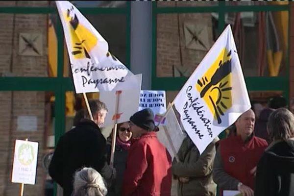 Les agricultrices et agriculteurs bio de Bourgogne étaient réunis pour une manifestation qui a eu lieu au Creusot, en Saône-et-Loire mardi 21 novembre 2017.