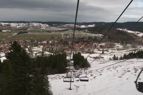 La saison hivernale démarre pour la station de ski avant un peu de neige en cette mi-décembre.