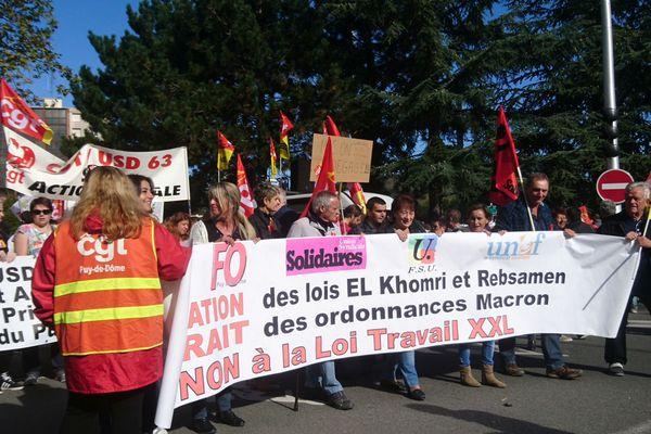 Mardi 12 septembre, à Clermont-Ferrand (photo) comme partout en Auvergne-Rhône-Alpese, salariés, retraités, fonctionnaires, étudiants, etc. ont décidé de « marcher » contre les ordonnances réformant le droit du travail.