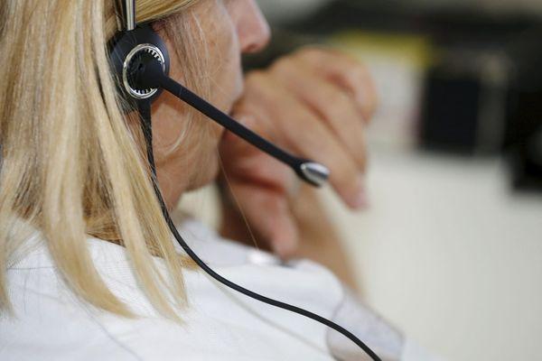 Les CPAM téléphonent aux personnes de plus de 75 ans qui n'ont pas encore été vaccinées pour leur proposer un rendez-vous