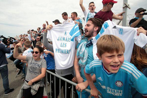 En vente depuis mars, le maillot collector d'hommage à l'OM 93 est très prisé des supporters marseillais.