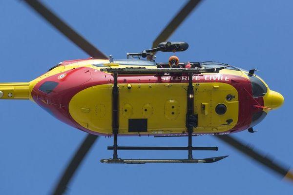 Les équipes de la sécurité civile, basée à Donville-les-bains, participent à ces opérations de transferts de patients Covid 19