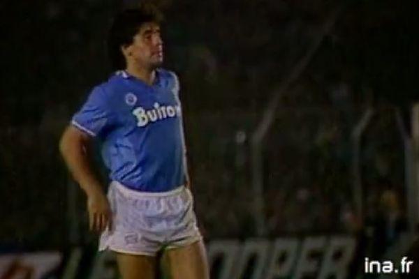 1er octobre 1986 : Diego Maradona, juste avant de rater son pénalty au Stadium de Toulouse
