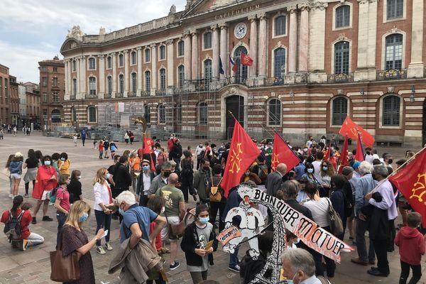 Toulouse - 29 mai 2021. Devant le Capitole, les manifestants étaient nombreux dès 11 heures pour défendre les langues régionales.