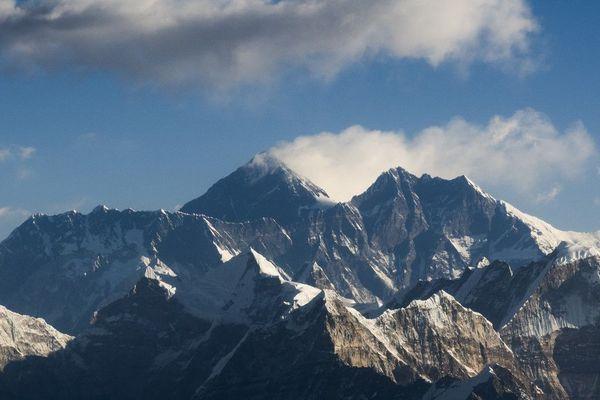 L'Everest. le 7 février 2020. Les traces de microplastique ont été découvertes tout près du sommet