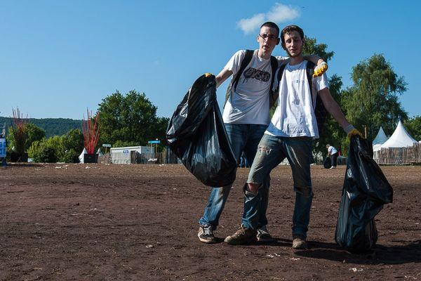 """""""Ce serait sympa d'utiliser les poubelles"""""""