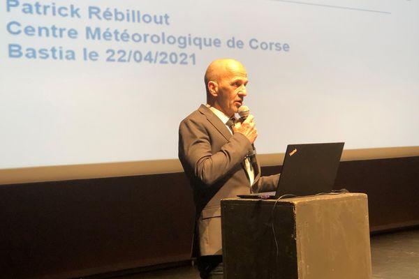Patrick Rébillout à la tribune du théâtre de Bastia.