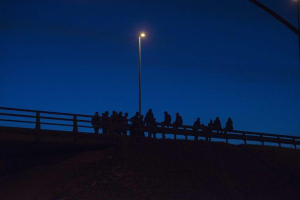 Un groupe de migrants attend sa chance, à la sortie de l'Euro-tunnel - Photo d'illustration