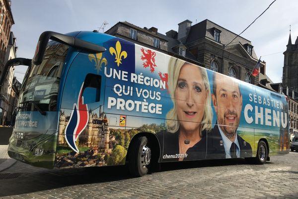 Le bus de la campagne de Sébastien Chenu à Avesnes-sur-Helpe le vendredi 9 avril.