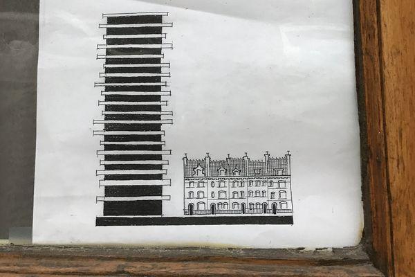 Sur les affiches, les riverains montrent le décalage qu'il y aurait entre la tour et les habitations