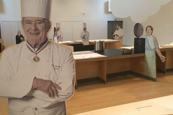 Monsieur Paul, le pape de la gastronomie lyonnaise, accueillait le public à la Cité Internationale de la Gastronomie de Lyon.