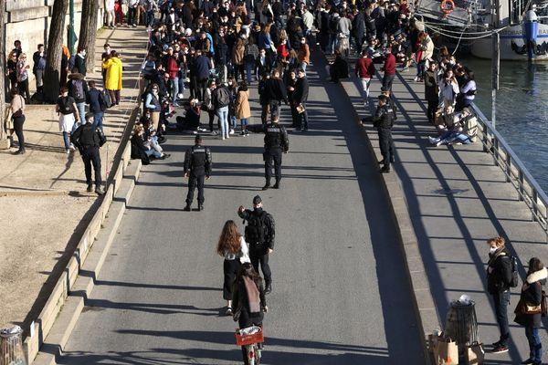 Les contrôles de police seront renforcés ce week-end à Paris.